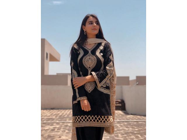 Elegant and Classy Fashion Style Pakistani Escort